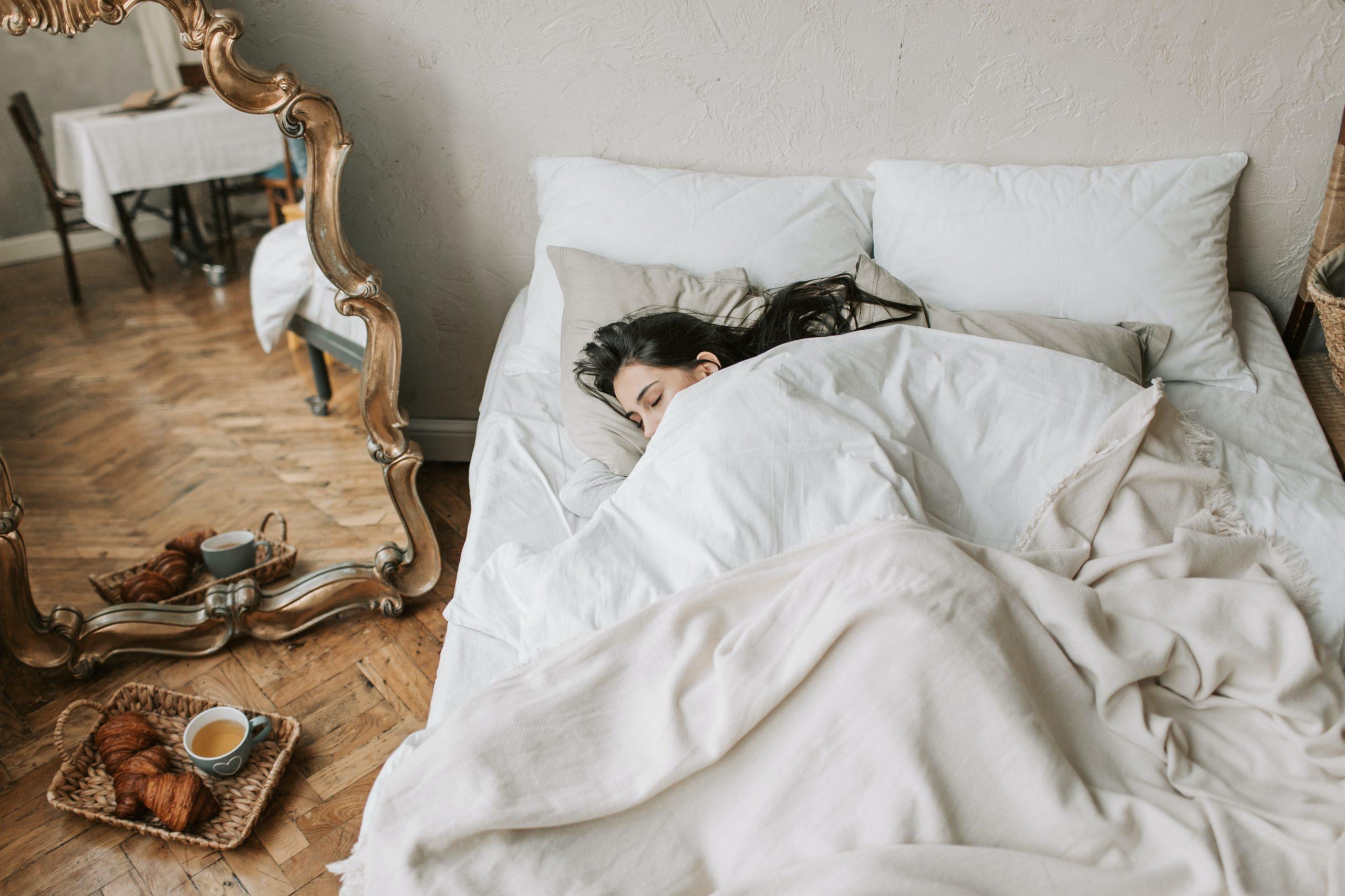 Jeśli zbyt krótko śpisz, wolniej chudniesz! Niedosypianie osłabia metabolizm i może skutecznie uniemożliwiać utratę nadwagi